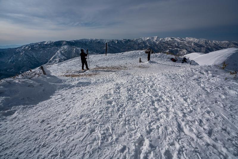 冬の平標山からの風景